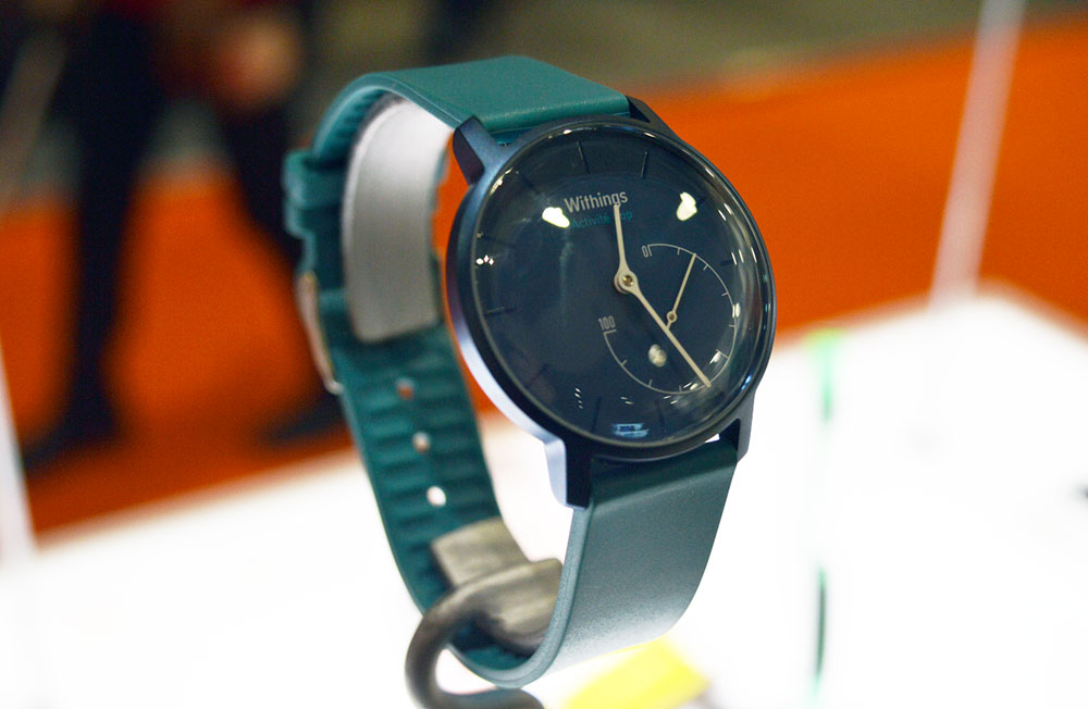 Withings activite pop smartwatch -blue-colour-on-display