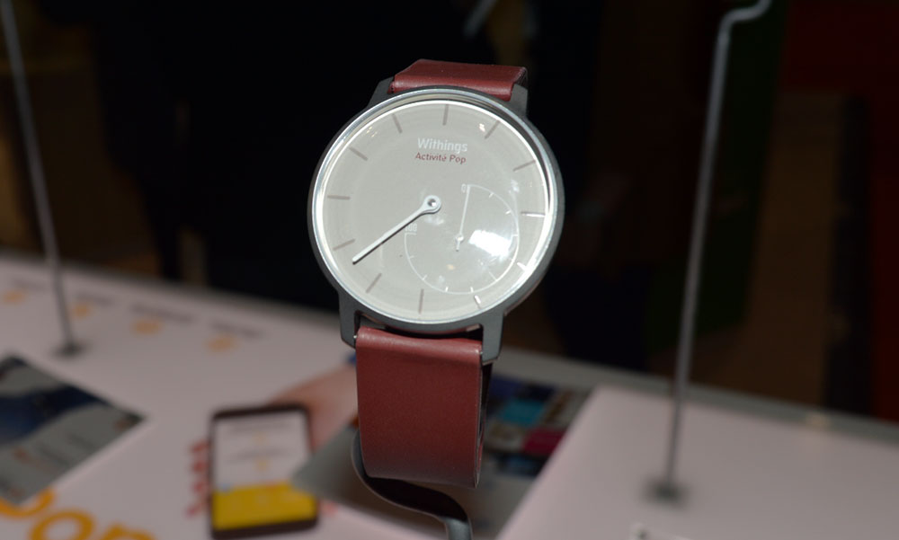 Withings activite pop smartwatch red-colour-on-display