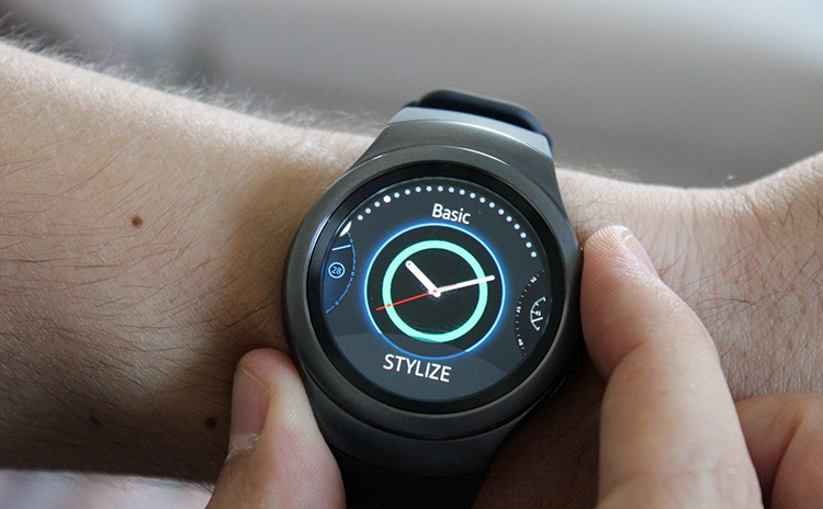 Both new Samsung Gear smartwatches, the Sport and Classic feature the rotating bezel for navigation.