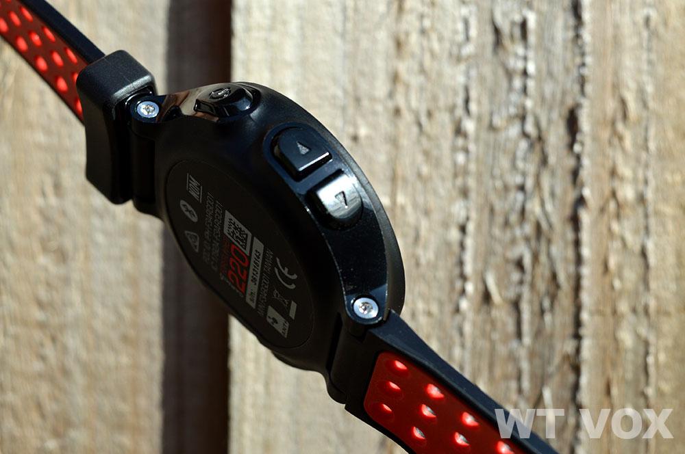 Garmin Forerunner 220 Review - Design And Specs buttons