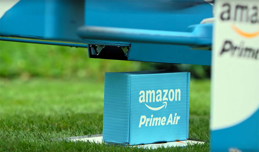 amazon drone releasing the parcel