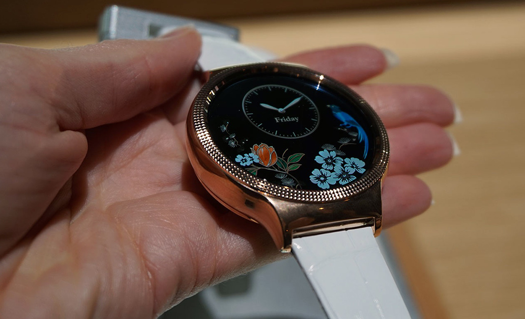Huawei Watch Elegant with white strap at ces 2016