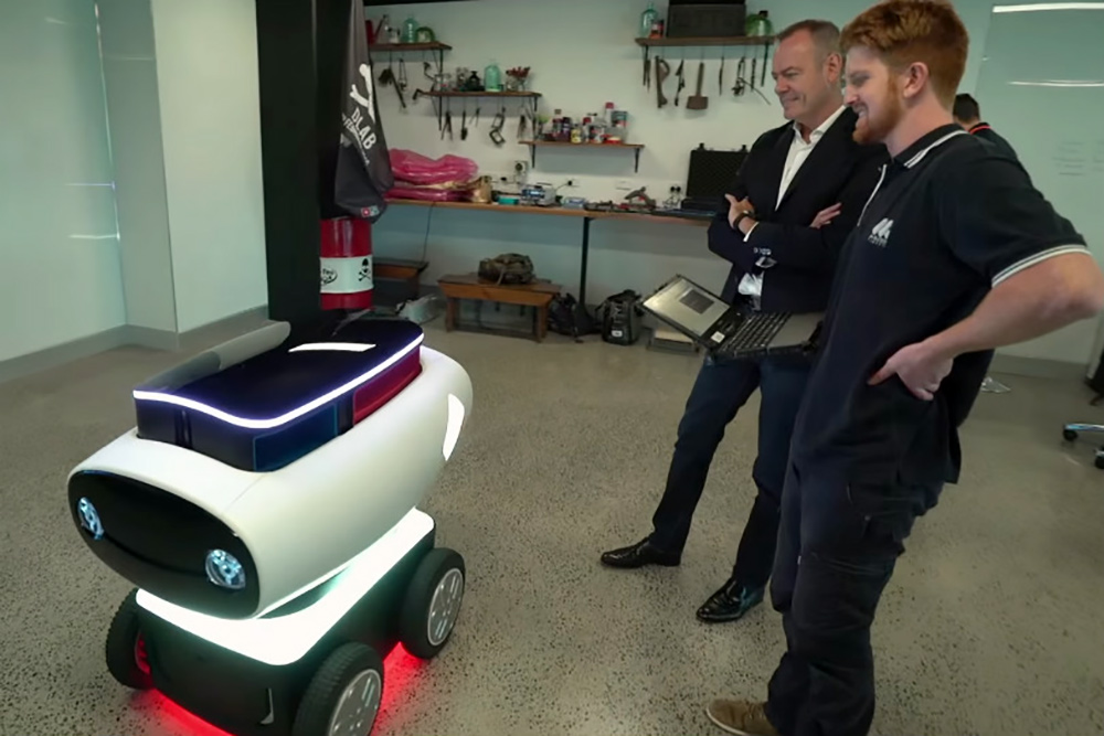 delivery robot in the lab DRU