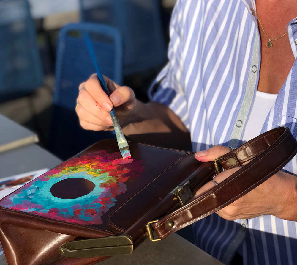 Innovative Vegan Startup - The Story of Livin a mad life - the designer and artist Megan Duncanson is creating a fashionable vegan bag