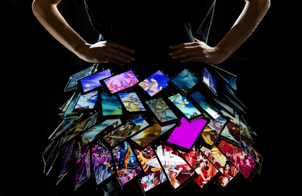 Fashion Innovation News - Nokia Dress, a dress designed from Nokia smartphones by Matthew Drinkwater, from London College of Fashion