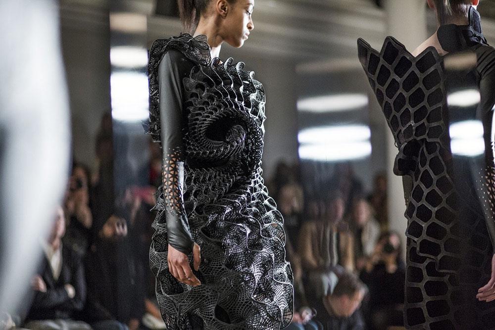 Fashion Biomimicry - 3dprinted black dress
