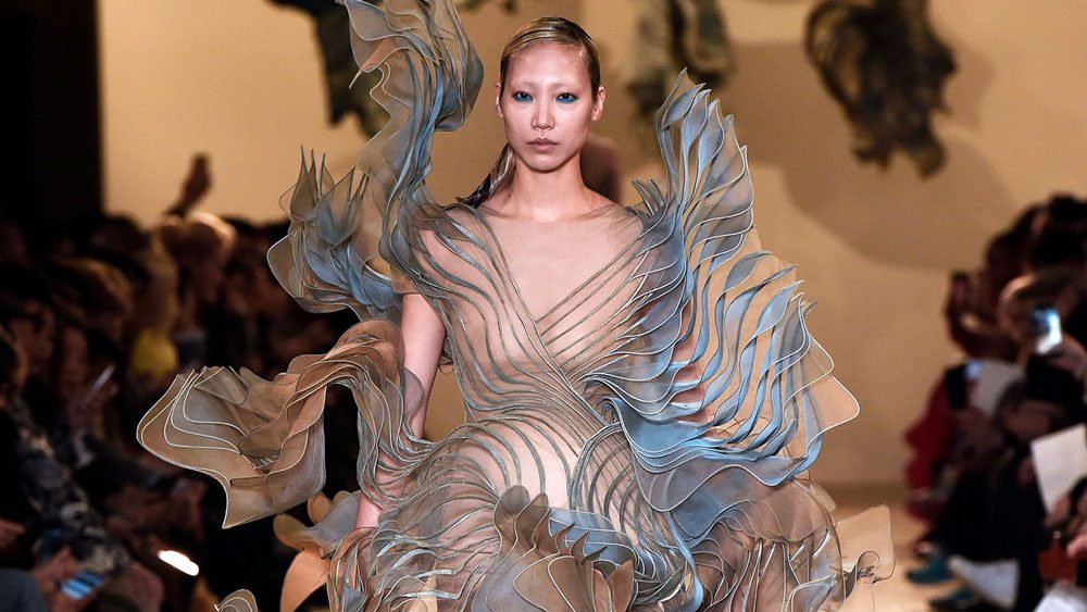 Fashion Biomimicry - fashiontech dress on the catwalk