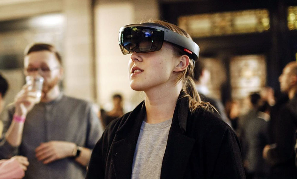 Fashion Innovation News - Microsoft Partnership with London College of Fashion to give students access to HoloLens headsets. In picture, a female student using the AR headset