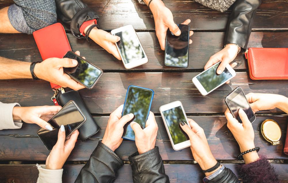 Renting Luxury Fashion - smartphones sharing