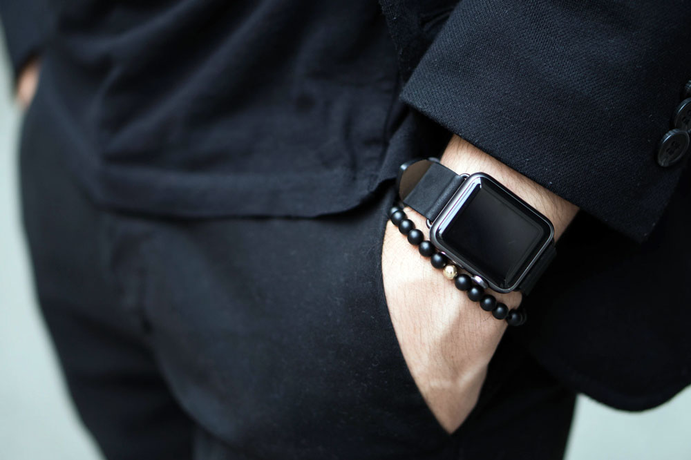 Apple Watch Series 4 all black suit