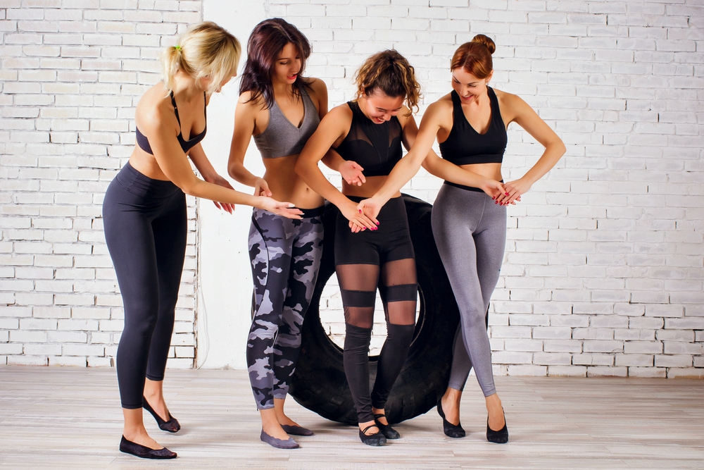 Top 5 Eco-Friendly Activewear Collections Only For Those Who Love Conscious And Mindful Styles - girls doing exercise with eco-friendly activewear on at the gym