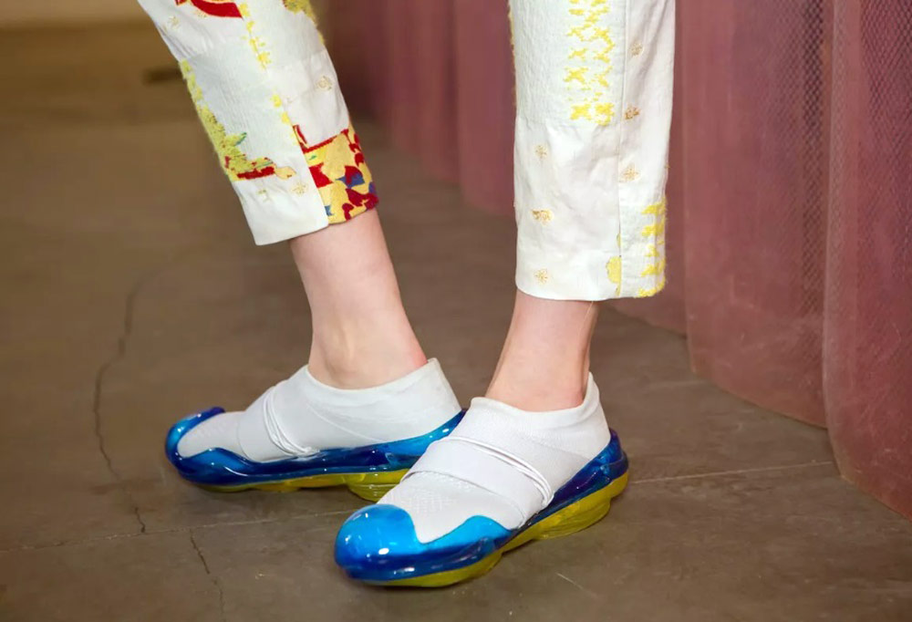 Mikio Sakabe's 3D Printed Shoes - Giddy up white shoes with blue soles