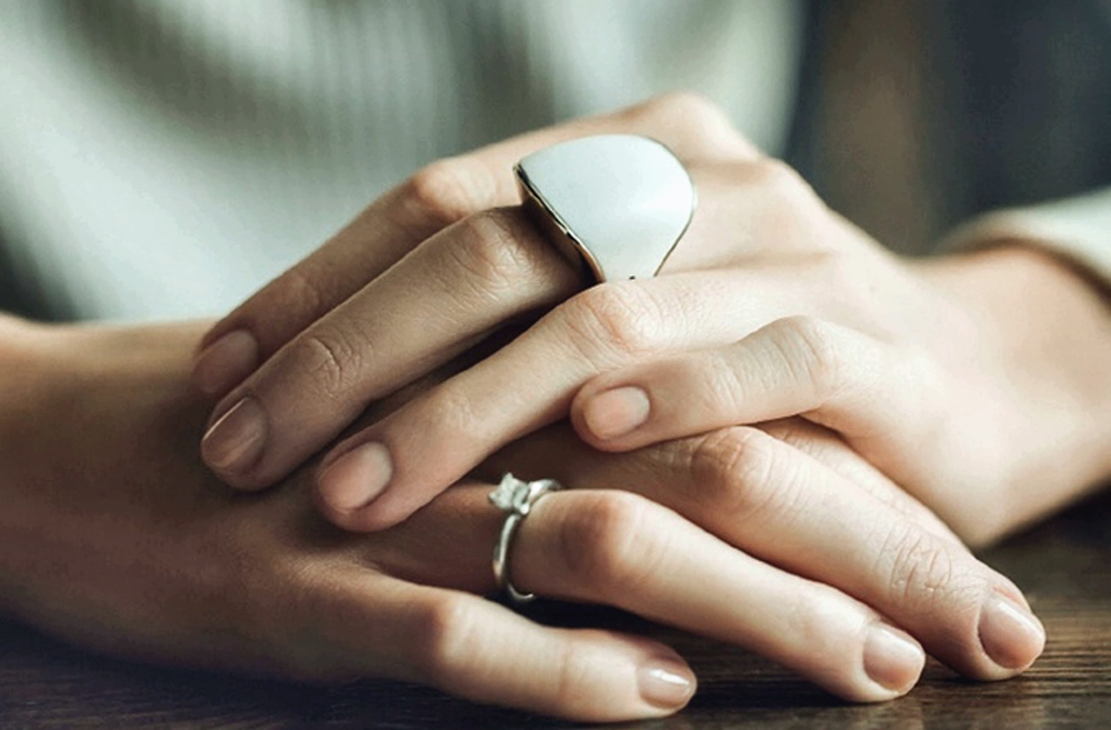 Best Smart Jewellery for Minimalist Trends - Smart Rings white