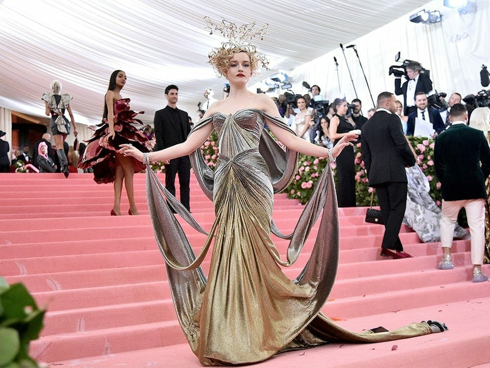 Julia Garner 3d printed dress at Met Gala 2019