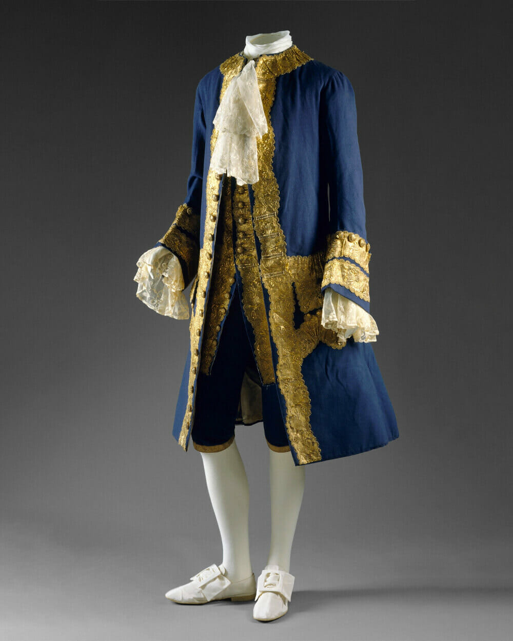 Men dress for aristocratic class