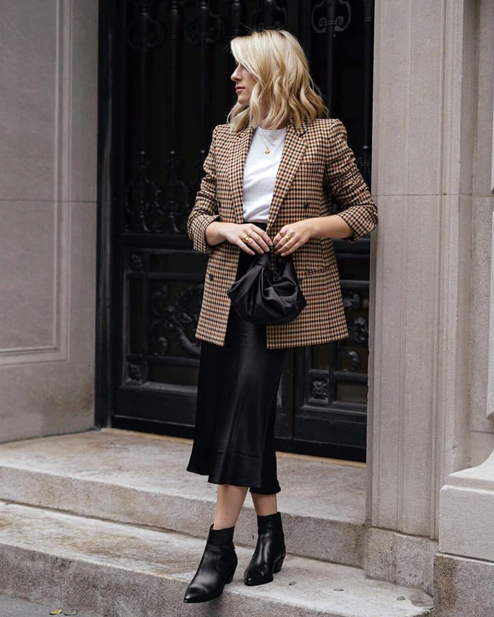 Dark academia fashion style in black and brown