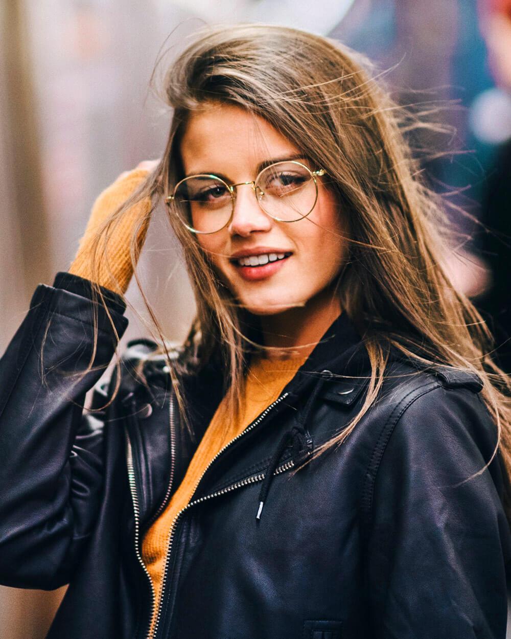 Round eyeglasses style