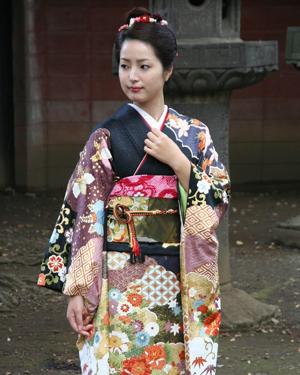 Kimono vs Yukata Left Over Right