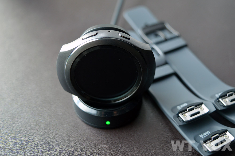 Samsung-Gear-S2-Review-battery-life-charging