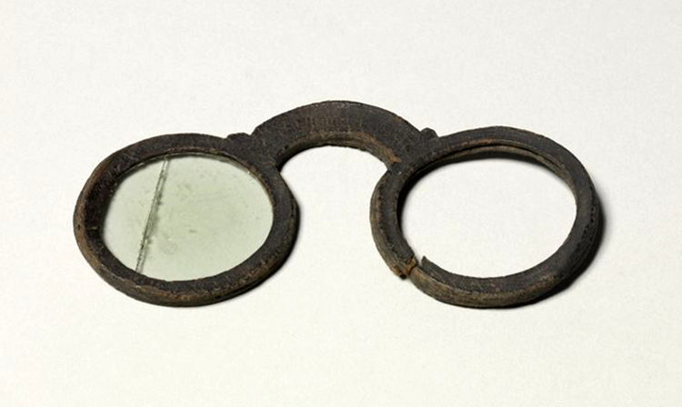 oldest-pair-of-eyeglasses
